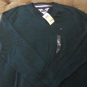 NWT Tommy Hilfiger green v-neck sweater, size M.
